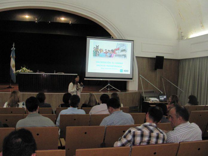 """""""Valorización, el camino a la transferencia"""" fue una conferencia dictada en la UNNE por la abogada Zaida Nahir Abraham, especialista en Marketing Tecnológico."""