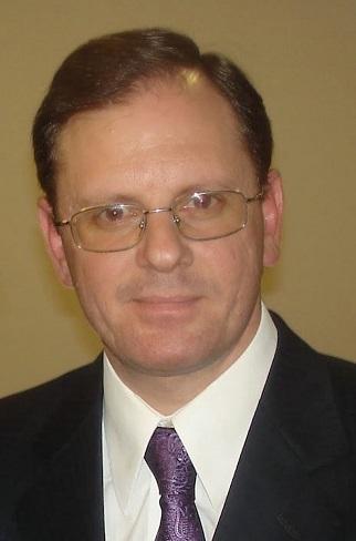 El médico Sergio Paikovsky graduado de la UNNE coordinó el equipo profesional que pudo separar siameses