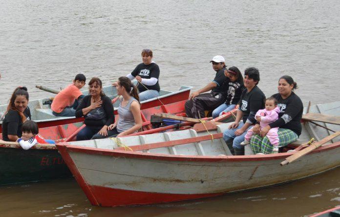 La Facultad de Ciencias Económicas de la UNNE consideró factible contribuir con la formalización de una asociación de mujeres canoeras de Puerto Vilelas para potenciar los alcances de distintas acciones que desarrollan.