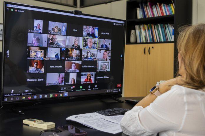 Rectora Veiravé en Reunión con Consejo Superior