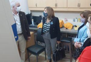 La rectora de la UNNE, Delfina Veiravé visitó el IMR junto a la Sec. Gral. de Ciencia y Técnica, Dra. María Silvia Leoni quien tuvo a su cargo las gestiones para la adquisición de los equipos.
