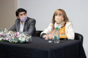 La Rectora de la UNNE, Delfina Veiravé y el Secretario de Extensión, Juan Irala destacaron y agradecieron el trabajo del personal de la Dirección de Impresiones en este plan de refundación.