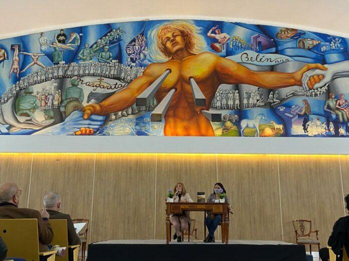 La rectora, Delfina Veiravé y la Secretaria de Derechos Humanos y Género del Chaco, Lic. Silvana Pérez, tuvieron a su cargo los discursos de apertura del acto.