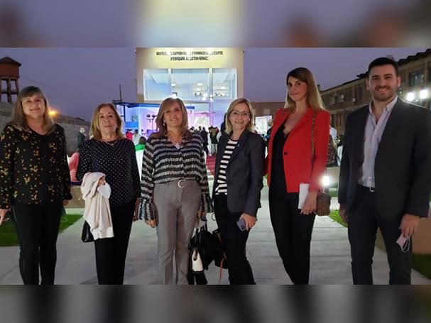 La rectora de la UNNE, Delfina Veiravé encabezó el acto junto al gobernador de Corrientes, Gustavo Valdés y otras autoridades provinciales.