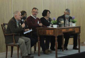 """Se presentó el libro """"Nuestro río"""" de la Pierolada. El escritor Francisco """"Tete"""" Romero presidió el panel junto a Álvaro, Gustavo, María Luz y Cristela, autores del trabajo."""